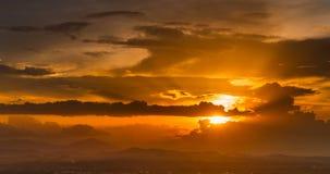 Золотой светлый промежуток времени захода солнца видеоматериал