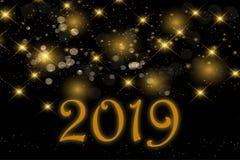 Золотой текст 2019, на блестящем золотом сверкная bokeh на черноте стоковая фотография rf