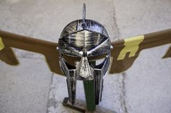 Золотой шлем гладиатора для защиты в бое и войне Стоковое Изображение