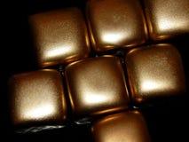 Золото в слитках золота на черной предпосылке Стоковые Фотографии RF