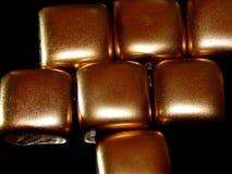 Золото в слитках золота на черной предпосылке Стоковое Фото