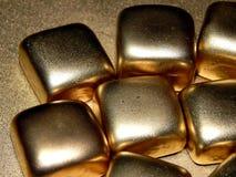 Золото в слитках золота на черной предпосылке Стоковые Фото
