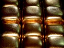 Золото в слитках золота на черной предпосылке Стоковое Изображение RF