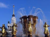 золото девушок фонтана Стоковые Фото
