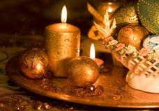 Золото и свечки пасхального яйца Стоковая Фотография