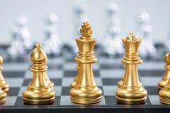 Золото и серебряные шахматы стоковая фотография rf
