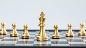 Золото и серебряные шахматы стоковые изображения rf