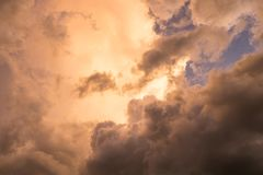 Золото облака неба с голубое чудесным стоковая фотография