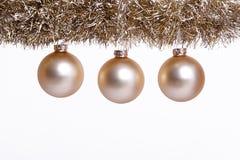 золото рождества шарика стоковое фото rf