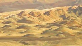 Золотые дюны в горной цепи Eynali видеоматериал