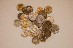 Золотые монетки серебра и от России стоковое изображение