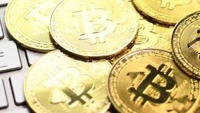 Золотые монетки bitcoin акции видеоматериалы