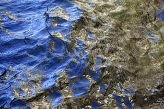 Золотые отражения в волнах Стоковое Фото