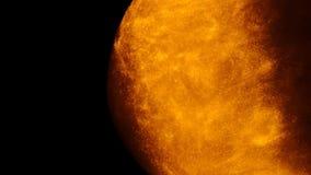 Золотые песок или пыль создавая абстрактные образования в форме солнца на черной предпосылке Предпосылки искусства видеоматериал