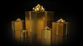 Золотые подарочные коробки с золотым смычком ленты на темной предпосылке стоковое изображение rf