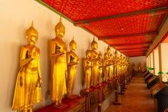 Золотые статуи Будды в виске в Таиланде Стоковое Изображение RF