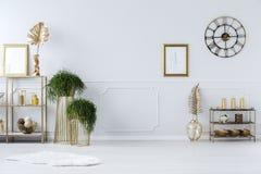 Золотые украшения в anteroom стоковая фотография rf