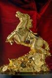 Золотым статуя лошади победы Fengshui покрытая золотом стоковая фотография rf