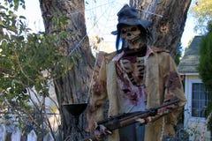 Зомби хеллоуина с винтовкой Стоковое фото RF