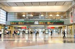 Зона восхождения на борт в железнодорожном вокзале Марии Zambrano Малаги центральном 29-ого апреля 2014 в Малаге, Андалусии, Испа Стоковое Изображение RF
