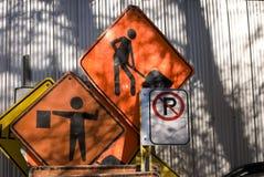 зона изолировала пешеходов запретила ограниченные дорожные знаки вверх Стоковые Фото