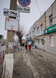зона изолировала пешеходов запретила ограниченные дорожные знаки вверх Стоковое Изображение