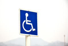 Зона перехода для люди с ограниченными возможностями знака Стоковая Фотография RF