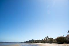 Зона пляжа города Мапуту с чистой водой Стоковое фото RF