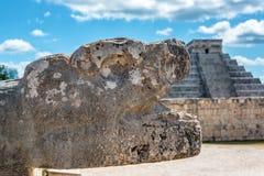 зона cancun chichen висок yucatan камня змейки Мексики itza фасада головной Стоковые Фотографии RF