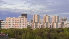 Зона Resedential в Москве на поле Khodynka Timelapse захода солнца видеоматериал