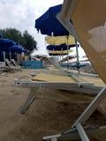 Зонтики пляжа на пляже Стоковые Изображения