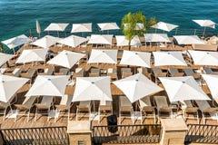 Зонтики пляжа стоковое изображение rf