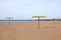 зонтики пляжа стоковая фотография rf