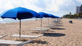 Зонтики пляжа в пляже Ft Lauderdale Стоковые Изображения