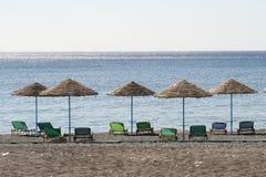 зонтики рядка пляжа Стоковое Фото