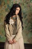 зонтик девушки шаржа брюнет красотки Совершенный портрет молодой женщины Стоковая Фотография RF