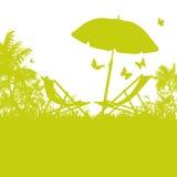 Зонтик и шезлонги на Palm Beach бесплатная иллюстрация