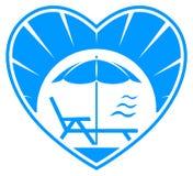 Зонтик и шезлонг пляжа Стоковые Изображения
