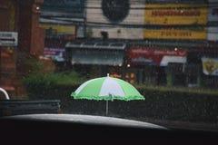 Зонтик когда оно идет дождь Стоковые Фото