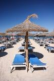 зонтик палубы стулов пляжа Стоковое Изображение