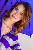 зонтик портрета девушки вниз Стоковая Фотография