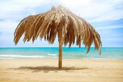 Зонтик пляжа крыши Солнця Стоковая Фотография
