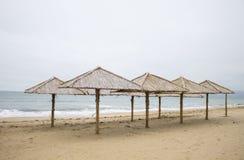 Зонтик пляжа сделанный из соломы Крымский, зима Стоковое Изображение RF