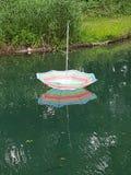 Зонтик пляжа Floatting стоковая фотография rf
