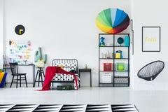 Зонтик радуги на шкафе Стоковое фото RF