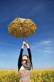 зонтик рапса девушки поля Стоковое фото RF