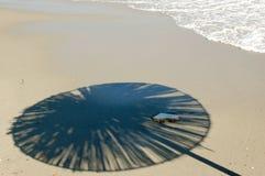 зонтик солнца пляжа песочный Стоковое Фото