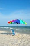 зонтик стула цветастый Стоковые Изображения