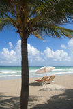 зонтик стулов пляжа Стоковые Фотографии RF