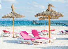 зонтик стулов пляжа 2 Стоковое Фото